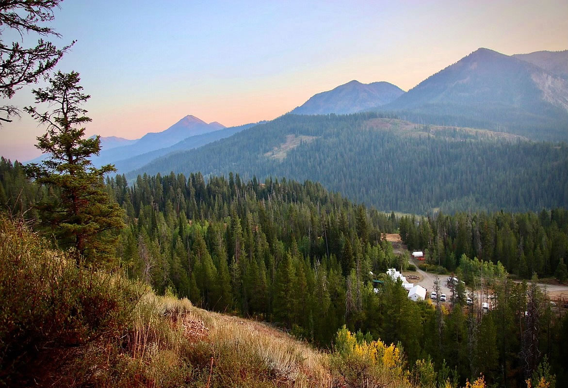 jackson wyoming trailrides and glamping